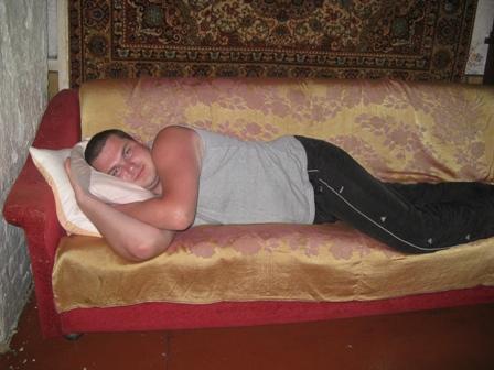 Поваляться на диване